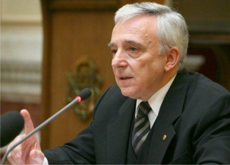 ISARESCU: 'Sectorul guvernamental este cel care creeaza deficitul extern in totalitate'