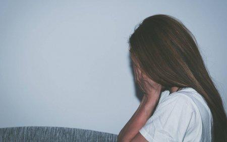 Zeci de <span style='background:#EDF514'>BARBATI</span> din India sunt acuzati ca au violat o fata de 15 ani timp de opt luni