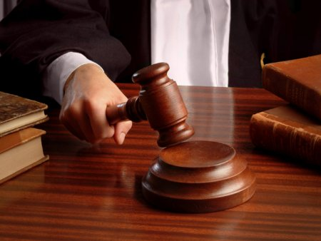 Cel mai cautat <span style='background:#EDF514'>GANG</span>ster din India a fost impuscat intr-un tribunal din Delhi
