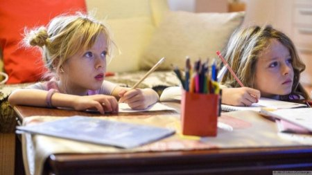 Profesori fara diploma de profesor. Educatia pentru viata, o materie care poate fi predata de specialisti din afara sistemului de invatamant