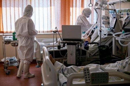 Medic d<span style='background:#EDF514'>IN TIMISOARA</span>: Nu mai bine stati la coada la un centru de vaccinare, decat sa stati cu zilele in UPU asteptand un pat?