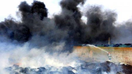 Incendiu urias in judetul Giurgiu. 500 de <span style='background:#EDF514'>ANVELOPE</span> uzate si 40 de tone de siloz de porumb s-au facut scrum