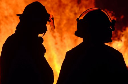 Dezastru in <span style='background:#EDF514'>SPANIA</span>. Pompierii se retrag. Orasele sunt evacuate pa banda rulanta (VIDEO)