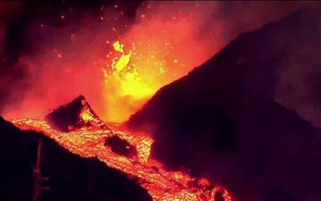 Dezastru in La Palma, dupa <span style='background:#EDF514'>ERUPTIA</span> vulcanului Cumbre Vieja. Aeroportul a fost inchis, iar mii de oameni si-au parasit casele