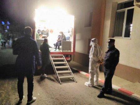 Coada de ambulante in curtea Spitalului de Boli Infectioase din Iasi. Manager: A fost o noapte de foc