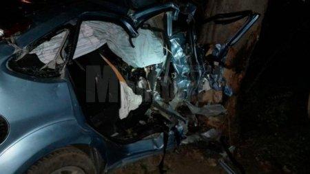 Un baiat de 17 ani a murit dupa ce masina condusa de un sofer de 18 ani a intrat intr-un copac, in Suceava