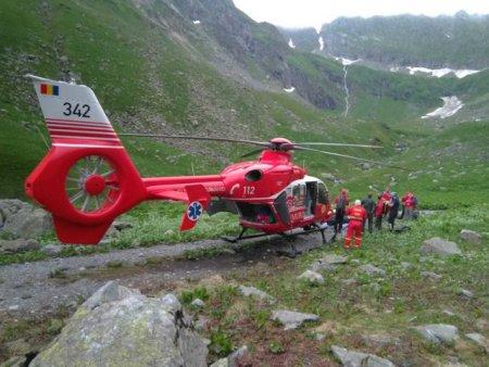 Zece salvatori montani cauta un turist ratacit in Muntii Bucegi