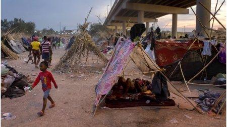 Nu se mai afla migranti in tabara din Del Rio