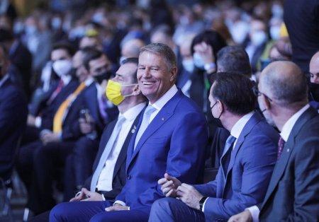 Congresul PNL s-a mutat la peluza unui meci Steaua-Dinamo. La cald, despre discursurile lui Iohannis, Orban si Citu