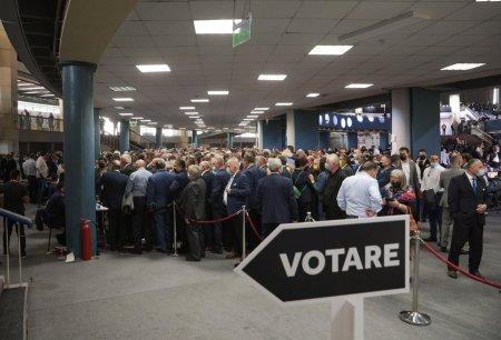 Cum se voteaza la congresul PNL. Imbulzeala la cabine, premierul Citu spune ca