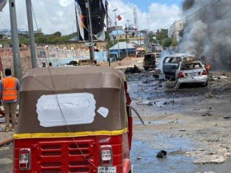 Atac sinucigas asupra unui convoi guvernamental, in capitala Somaliei, langa palatul prezidential. Cel putin 8 oameni au murit