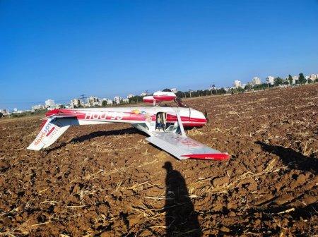 Aterizare fortata a unui avion de mici dimensiuni, langa Ploiesti. Pilotul si inca o persoana au rani superficiale
