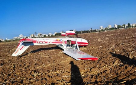 Un avion de mici dimensiuni a aterizat fortat pe un camp, in Prahova