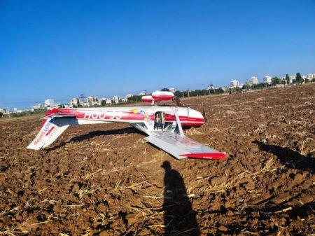 Un avion de mici dimensiuni a aterizat fortat langa Ploiesti. Doua persoane au fost ranite
