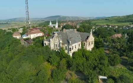 Tre<span style='background:#EDF514'>CUTU</span>l are viitor. Marile castele si conace din Romania, o poveste nespusa, duminica, la Romania, te iubesc!