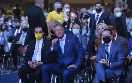 Presedintele Iohannis, fara masca anti Covid-19 la congresul PNL cu 5000 de oameni