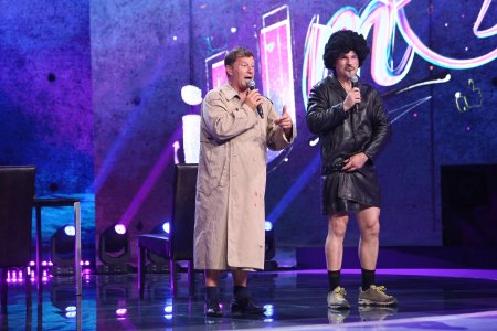 iUmor, 25 septembrie 2021. Fabio Biggi si Lorenzo Nardi, moment de nudititate umoristica pe scena, in editia 1. Reactia <span style='background:#EDF514'>JURIU</span>lui