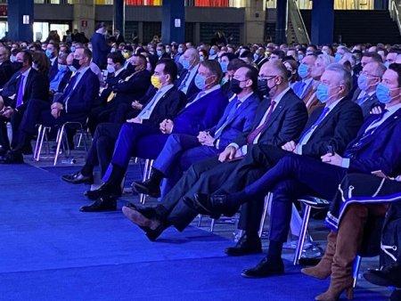 Sindicatul Europol, ironic la adresa conditiilor de la Congresul PNL: Un barbat amendat ii arata politistului poza cu Iohannis la Congres. Apoi vorbesc de golf