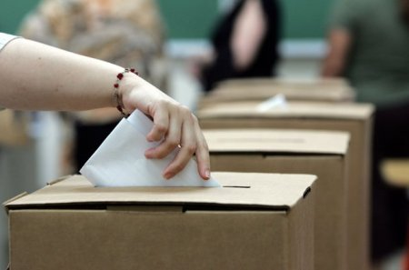 Referendum in Romania. Buzoienii sunt chemati la urne pentru unirea orasului cu o comuna
