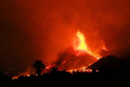 Norul de gaze provocat de <span style='background:#EDF514'>ERUPTIA</span> vulcanului din La Palma a ajuns deasupra Europei