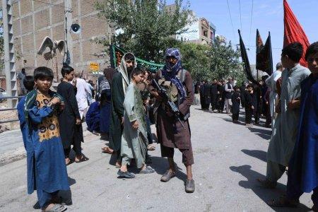 Talibanii au ucis patru presupusi rapitori si le-au atarnat corpurile in public