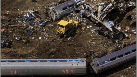 Cel putin trei oameni au murit dupa ce un tren a deraiat in Monatana