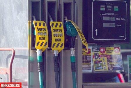 Marea Britanie, pusa in genunchi de criza transporturilor: rafturi goale in magazine si cozi la benzinarii