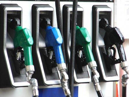 Situatie de criza in Marea Britanie: Cozi lungi la benzinarii din cauza combustibilului vandut