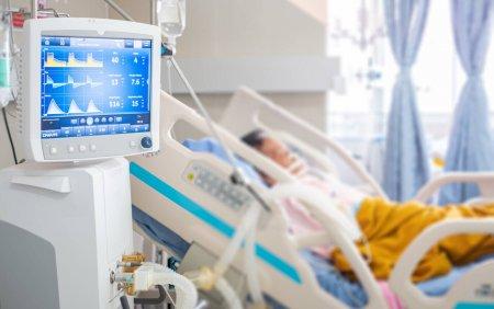 Doar 10 paturi ATI mai sunt l<span style='background:#EDF514'>IBER</span>e in toata tara pentru bolnavii de COVID-19. Situatia e critica in Bucuresti