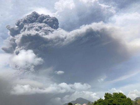 ANM: Norul de cenusa vulcanica produs de <span style='background:#EDF514'>ERUPTIA</span> vulcanului Cumbre Vieja traverseaza de azi Romania