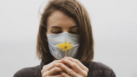 Masca ar putea deveni obligatorie si in aer liber in Bucuresti