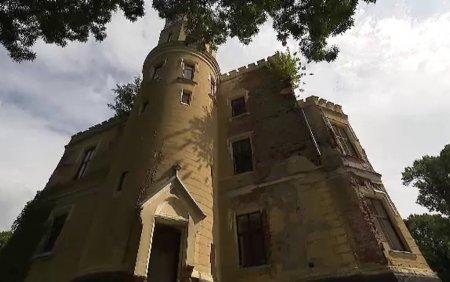 Castelul si strandul cu bai termale din Sacueni, <span style='background:#EDF514'>JUDETUL BIHOR</span>, in centru unui scandal de proportii