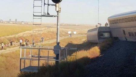 Tren deraiat: Trei oameni au murit si cateva zeci au fost raniti (VIDEO)