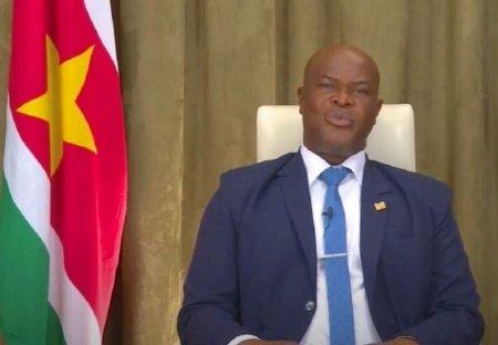 Vicepresedintele din Surinam a fost suspendat 3 ani din fotbal, dupa ce ar fi dat bani jucatorilor echipei adverse
