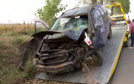 Cinci adolescenti si un adult au ajuns la spital, dupa ce masina in care se aflau a intrat intr-un copac