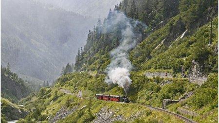 Un tren de epoca destinat turistilor s-a ciocnit cu o autorulota: doua persoane sunt in stare grava in Germania