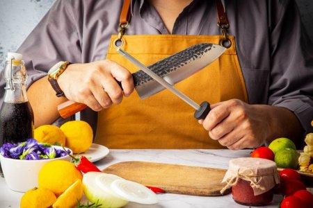 Joburi bine platite din HoReCa: salariul unui bucatar, 4.000 de lei net pe luna. Restaurantele importa chelneri