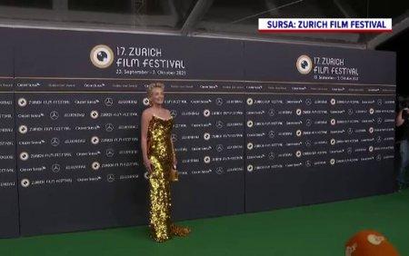 Cum a aparut actrita Sh<span style='background:#EDF514'>ARON</span> Stone, in varsta de 63 de ani, la Festivalul de Film din Zurich. FOTO