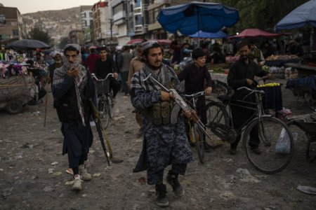 Afgani<span style='background:#EDF514'>STAN</span>: Talibanii interzic frizerilor din provincia Helmand sa scurteze barbile