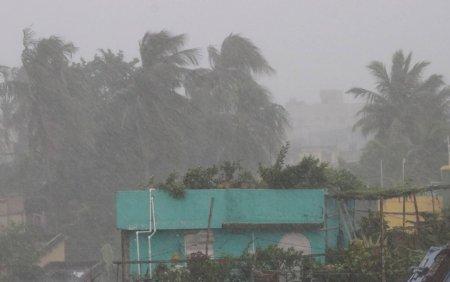 India: Ciclonul Gulab a facut cel putin doua victime