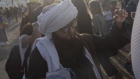 Talibanii interzic frizerilor sa scurteze barbile: Nimeni nu are dreptul sa se planga!