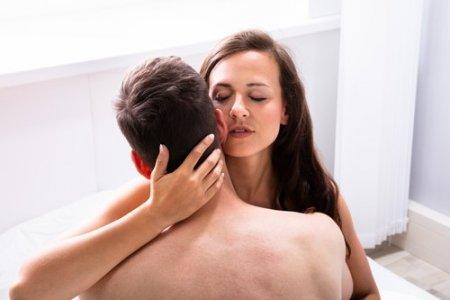 Efectele COVID pe plan intim. Cum a transformat anul pandemic viata sexuala a tinerilor din Romania