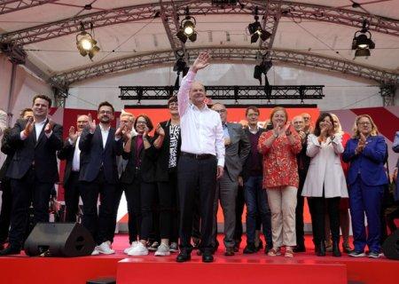 Era Merkel apune. Cine este <span style='background:#EDF514'>OLAF</span> Scholz, social democratul care ar putea deveni noul cancelar german