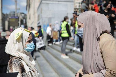 Un anunt de angajare prin care o scoala cauta o femeie de serviciu care sa nu poate valul islamic, blocat in Belgia