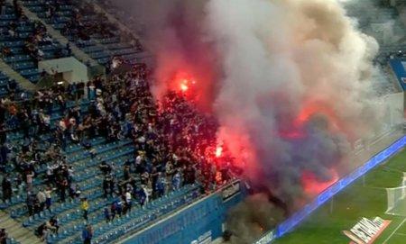Fanii olteni s-au dat in spectacol in debutul disputei cu Dinamo! Ce s-a intamplat in tribunele arenei Ion Oblemenco