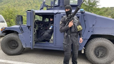 Tensiuni in crestere intre Serbia si Kosovo. Sarbii au trimis blindate in zona de frontiera, dupa ce Pristina a desfasurat politia speciala in nord