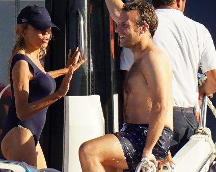 Pur si simplu: Emmanuel Macron in slip (VIDEO)