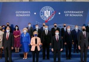 Rares Bogdan s-a bagat in poza de la Guvern cu sefa CE. Violeta Alexandru intreaba ce cauta acolo