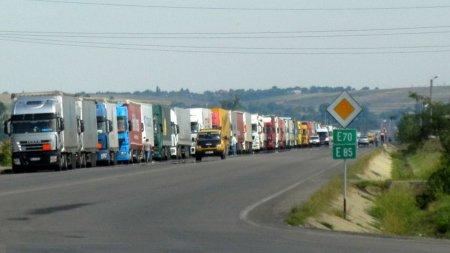 Transportatorii protesteaza miercuri cu 100 de TIR-uri in fata Guvernului