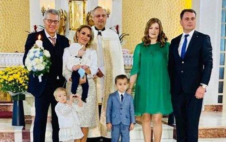 Gabriela Firea si Florentin Pandele au botezat copilul unui primar din Iasi. Petrecere la castel, cu meniu de fite FOTO